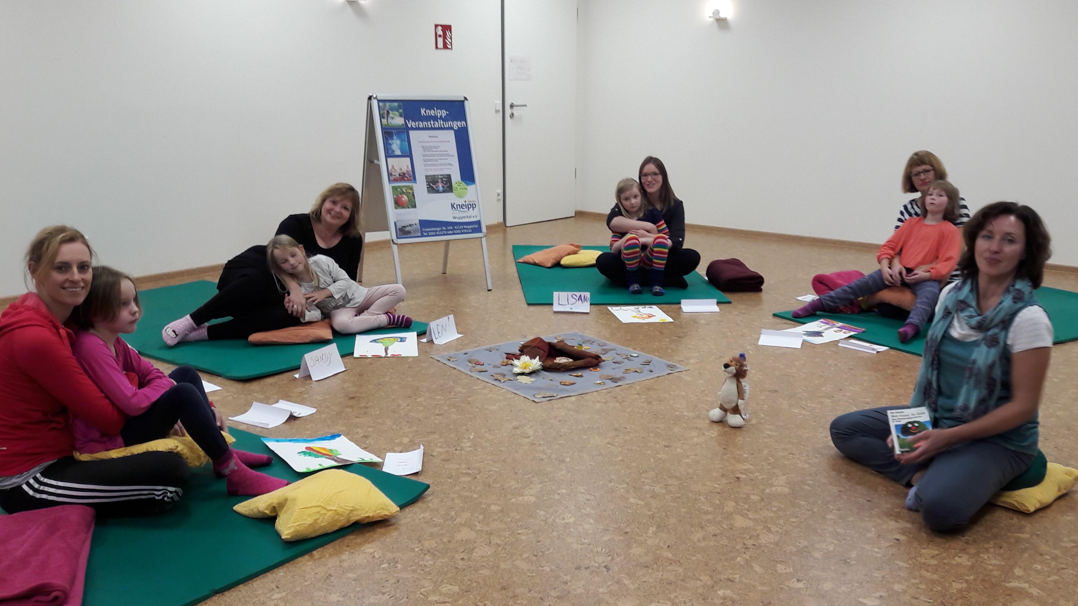 Familienyoga - gemeinsam dem Stress begegnen und entspannen! @ Hahnerberger Apotheke | Wuppertal | Nordrhein-Westfalen | Deutschland